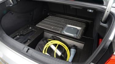 Volkswagen Passat GTE - boot equipment
