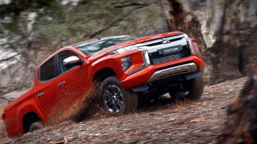 Mitsubishi L200 - front off-road