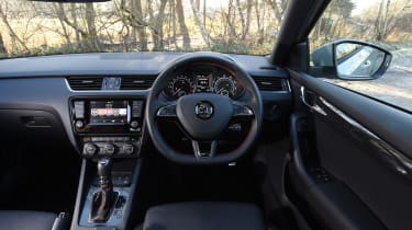 Skoda Octavia vRS 4x4 2016 UK - dashboard
