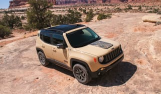 Jeep Renegade Deserthawk - front