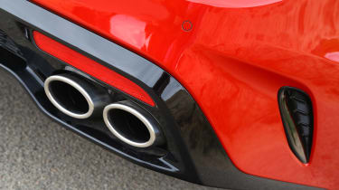 Kia Stinger - exhaust
