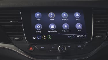 Vauxhall Astra 2019 facelift - infotainment