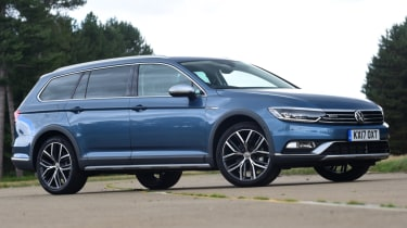 Volkswagen Passat Alltrack - front right