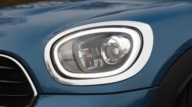 MINI Countryman - front light detail