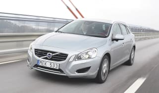 Volvo V60 plug-in front tracking