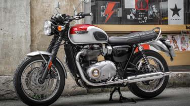 Triumph Bonneville T120 review - exhaust