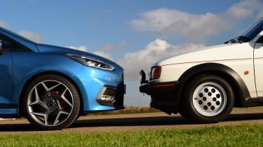 Ford Fiesta XR2 vs Ford Fiesta ST - side