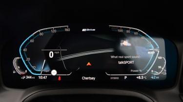 BMW 330e - dials