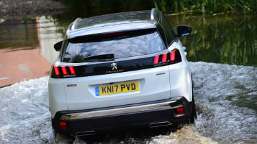 Peugeot 3008 - water crossing