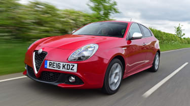 Alfa Romeo Giulietta 2016 facelifted - front tracking 2