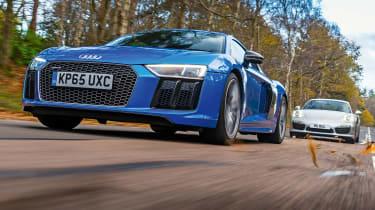 Audi R8 vs Porsche 911 Turbo S - action