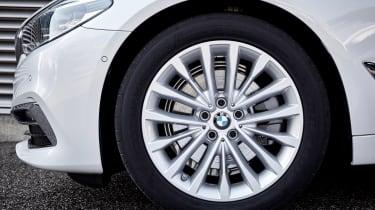 BMW 5 Series Touring - wheel