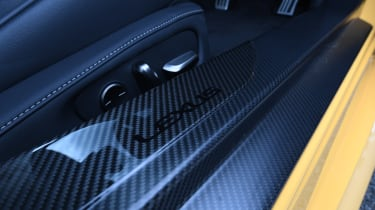 Lexus LC - sill