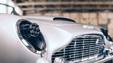 Aston Martin DB5 replica No Time To Die - Gatling guns