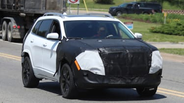 Jeep Cherokee 2018 facelift spy shots 1