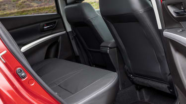 Suzuki SX4 S-Cross - rear seats