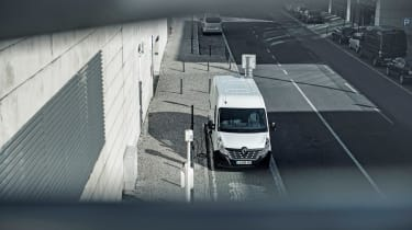 Renault Master Z.E - above tracking