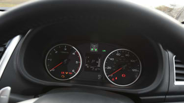 Mitsubishi L200 long-term test - dials