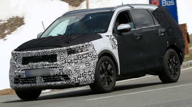 Kia Sorrento - spy shot -front 3/4 tracking