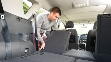 Toyota Verso - rear seats folding/boot space