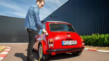 Mini Classic electric - charging