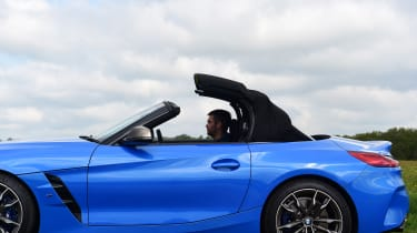 BMW Z4 M40i - roof closing