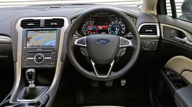 Ford Mondeo Vignale - dash