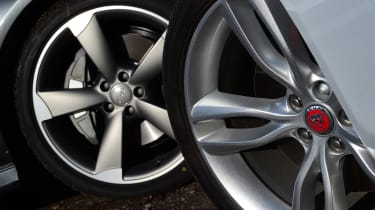 Jaguar XF vs Audi A6 wheels
