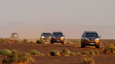 Nissan NP300 Navara pick-up dune - off road track group