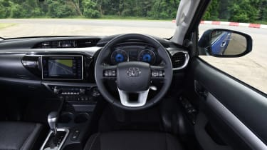 Toyota Hilux 2016 - interior