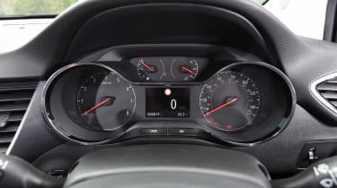 Vauxhall Crossland X - dials