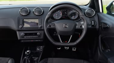 SEAT Ibiza Cupra 2016 - interior