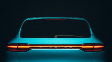 Porsche Macan - rear light length