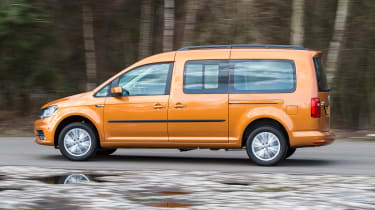Volkswagen Caddy Maxi Life TSI 2016 - side tracking