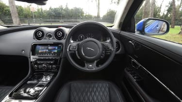 Jaguar XJR 575 - interior