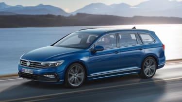 Volkswagen Passat Estate - side action
