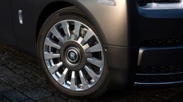 Rolls-Royce Phantom - The Gentleman's Tourer wheel