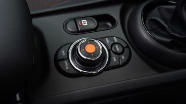 MINI Cooper Black Clubman - controls