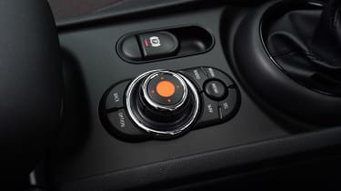 MINI Cooper Black Clubman - controls