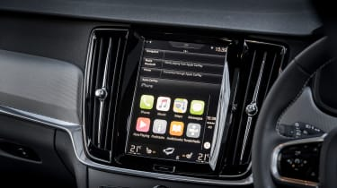 Volvo V90 R-Design 2017 - infotainment
