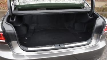 Lexus LS - boot