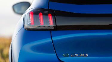 Peugeot e-208 - rear lights