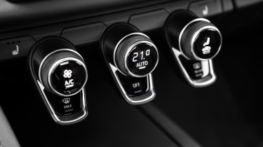 Audi R8 - interior controls