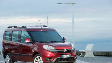 Fiat Doblo  - front