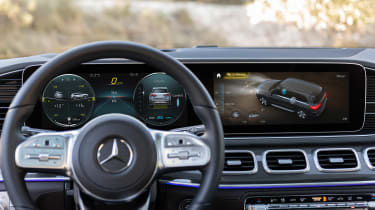 Mercedes GLS - grey steering wheel