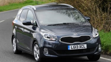 Used Kia Carens - front action