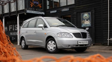 SsangYong Rodius front three-quarters