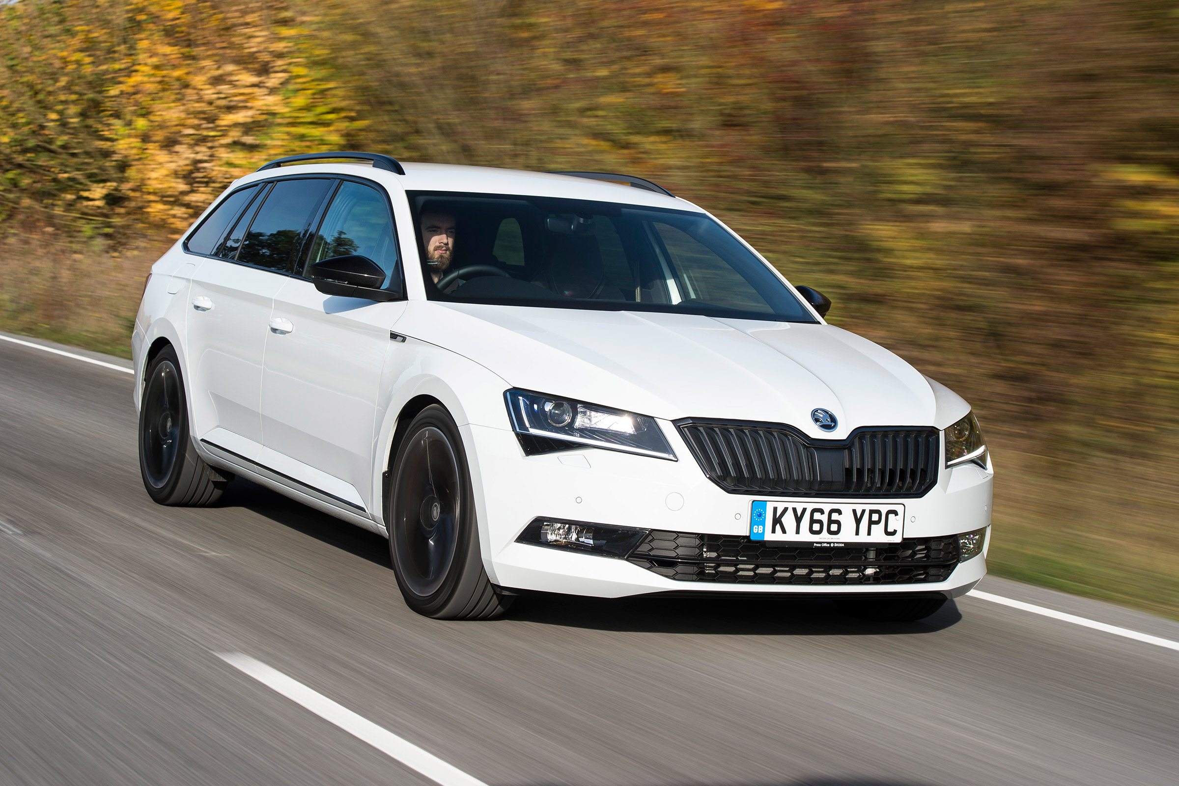 Skoda Superb Sportline Estate 2016 Review Auto Express