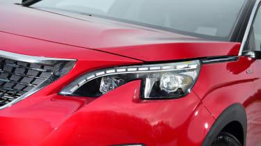Peugeot 3008 - front lights