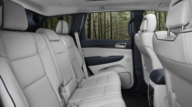 Jeep Grand Cherokee Summit - rear seats